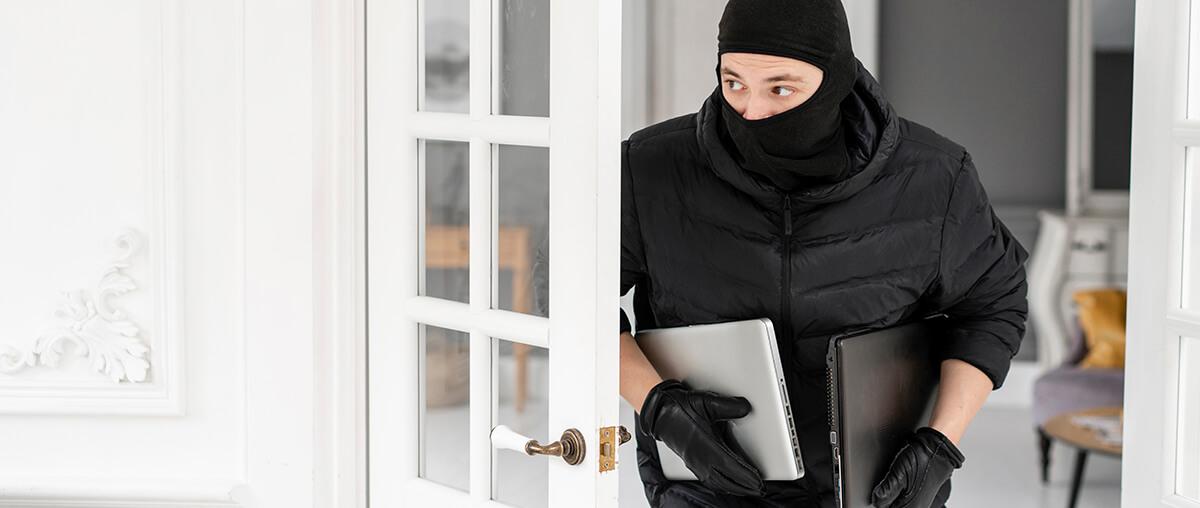 roubo no condominio - ladrao